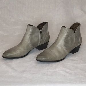 Ariat Astor heeled bootie size 11B Bone